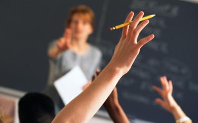 Scholen gooien steeds meer leerlingen buiten.